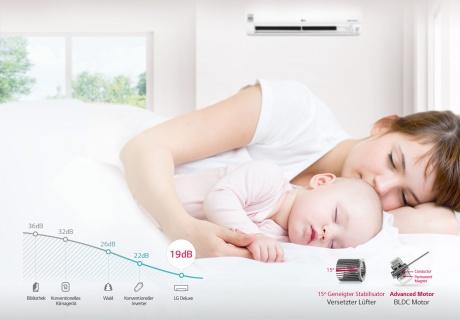 Frau mit Kind und Klimaanlage im Hintergrund