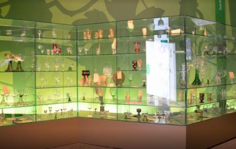 Glasvitrine der Landesausstellung Brot&Wein
